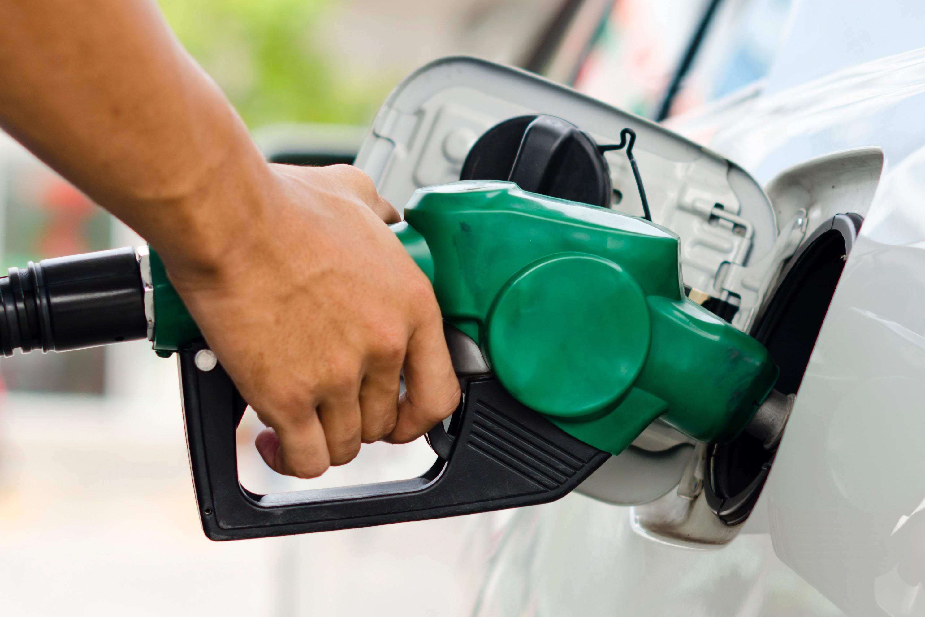 """Résultat de recherche d'images pour """"voiture essence"""""""