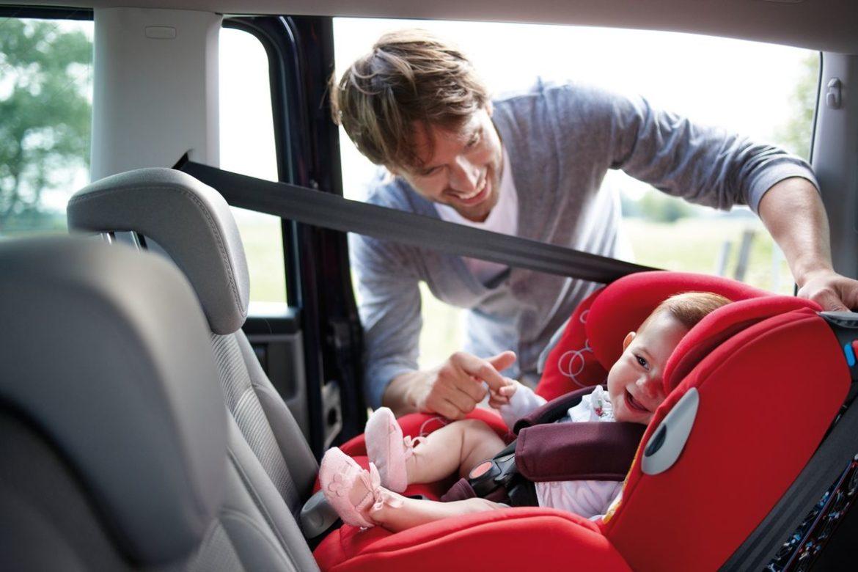 bébé en voiture 1